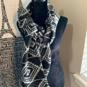 Very stylish reversible scarf